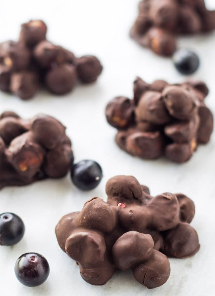 Low FODMAP Dark Chocolate Blueberry Mac Nut Clusters