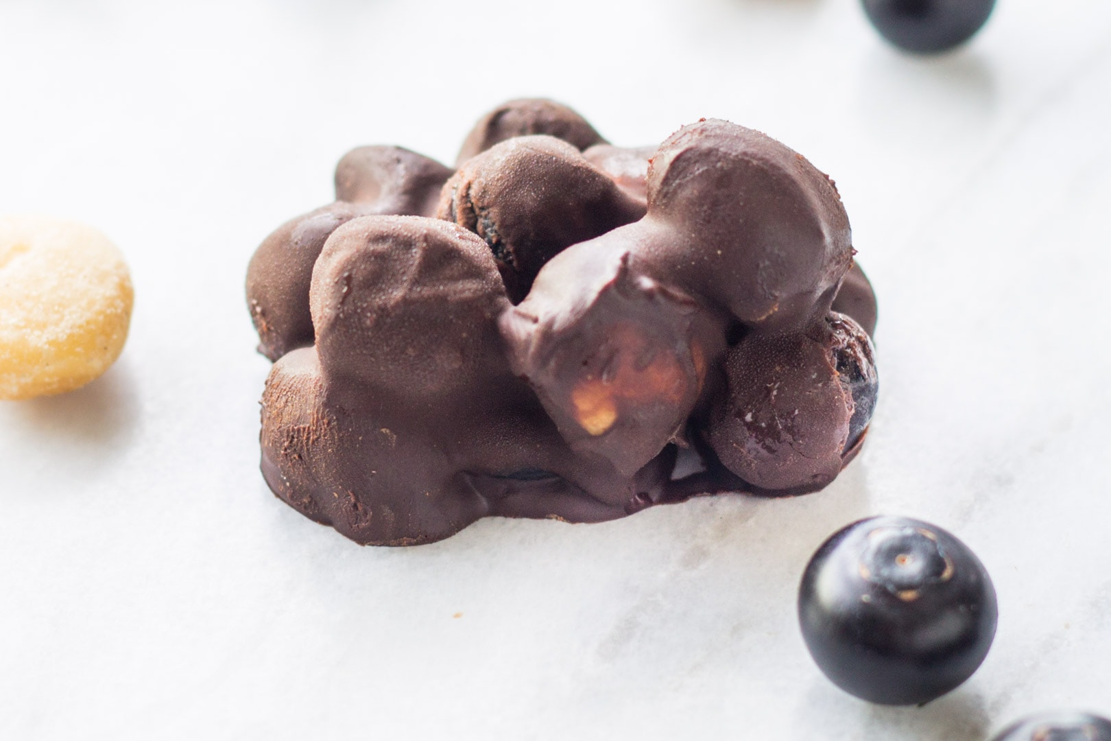 Low FODMAP dark chocolate blueberry mac nut clusters