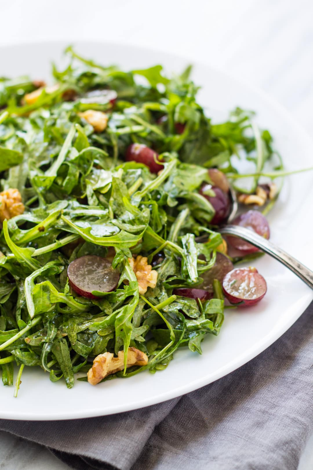 Close up of low FODMAP arugula salad with grapes