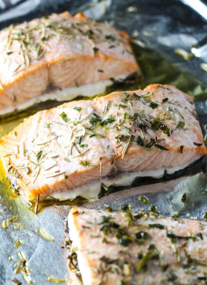 Low FODMAP Salmon with Rosemary and Chives