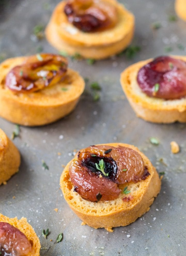 Low FODMAP Crostini with Roasted Grapes and Thyme