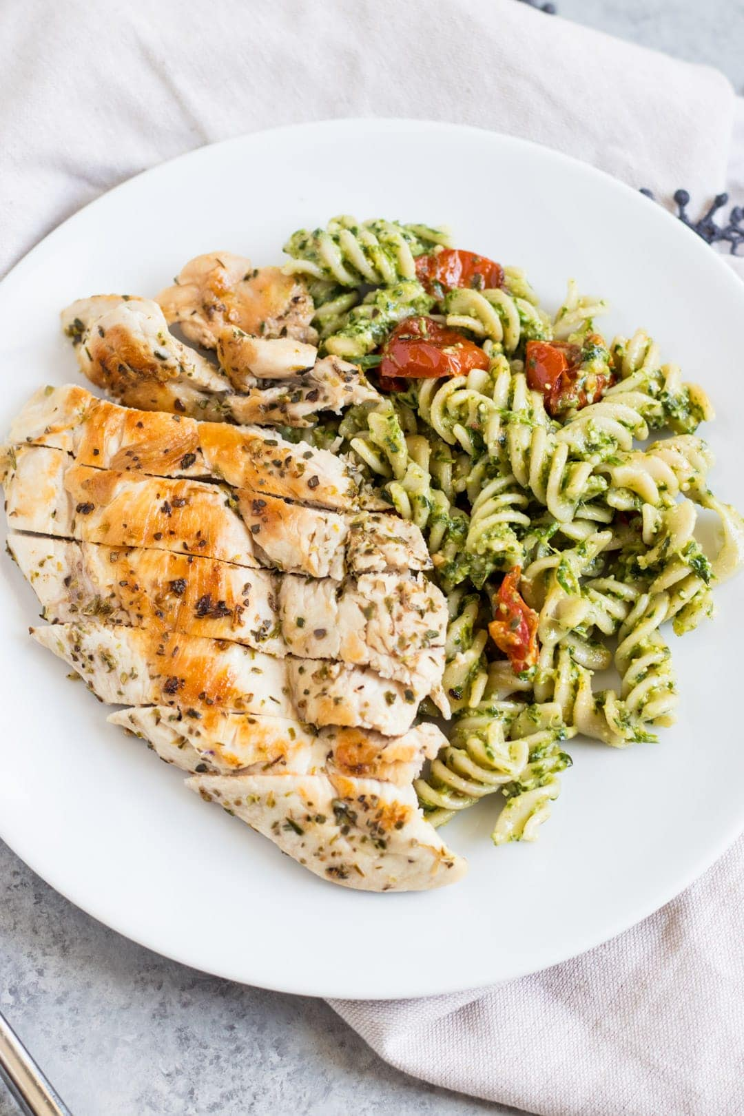Low FODMAP Pesto Pasta with Grilled Chicken and Roasted Tomatoes